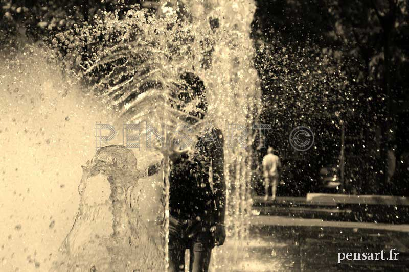 Photographie enfants et fontaine