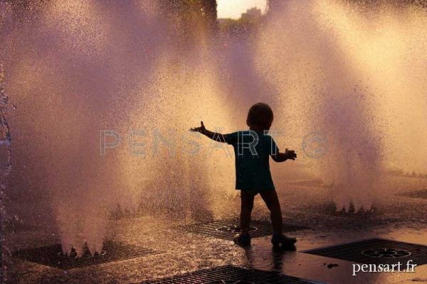 Photo enfant et fontaine