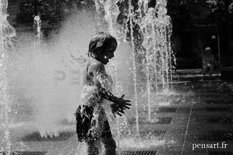 Photographie noir et blanc fontaine