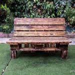 mobilier-banquette en bois de palette brûlé