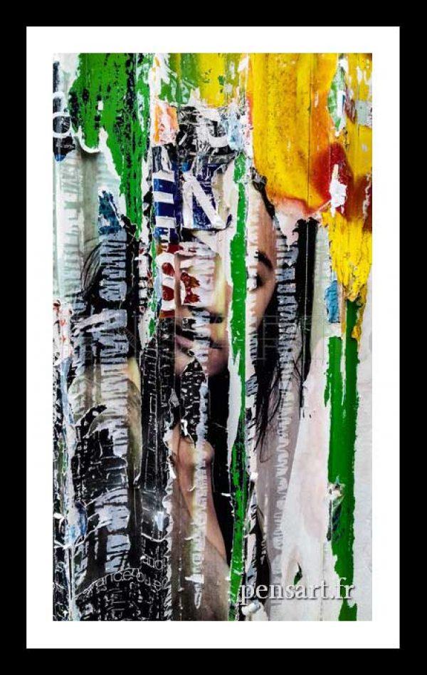 Affiche rue parisienne- Photographie d'une jeune femme