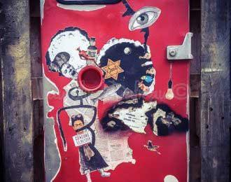 Porte de pompe à essence- Collage contemporain