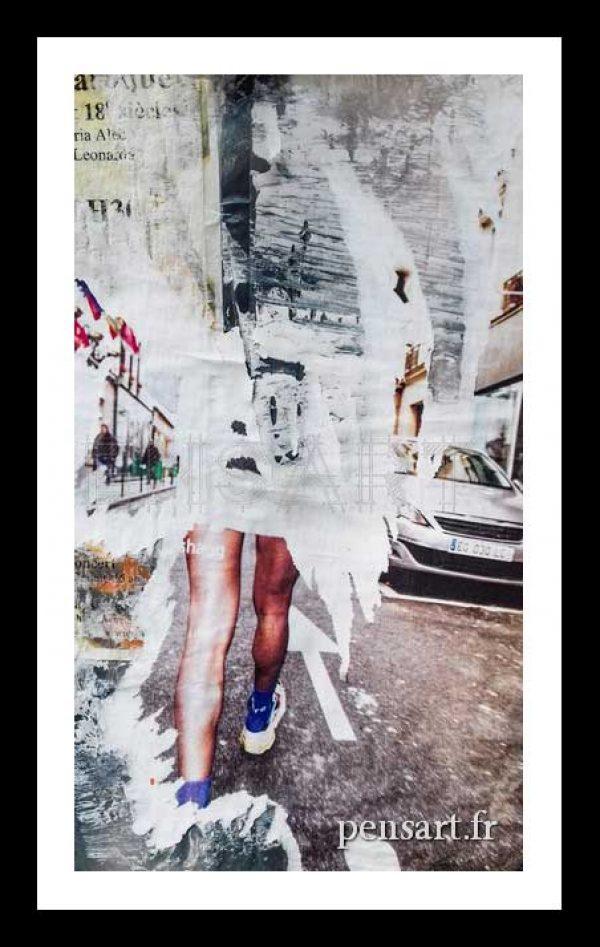 Marcher sur la route- Photo d'affiche déchirée