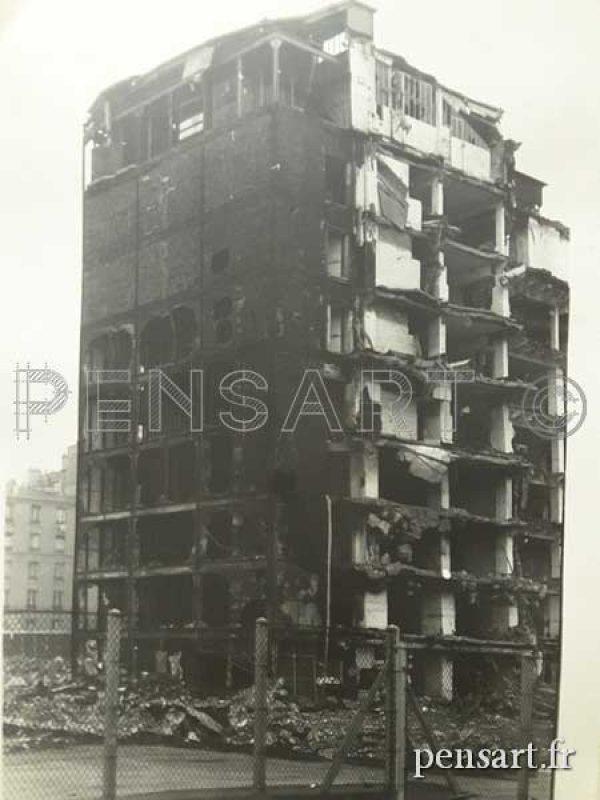 Immeuble en destruction- Photo anonyme
