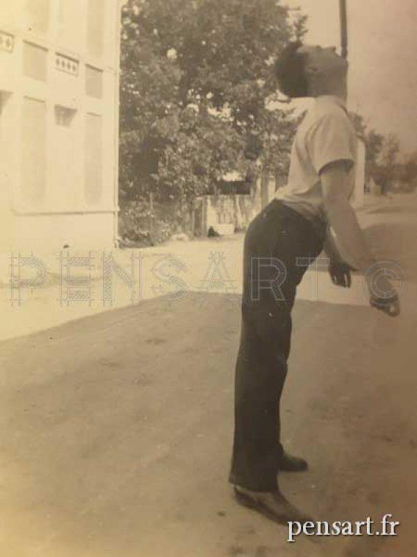 L'équilibriste- Photo ancienne sépia
