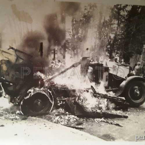 Voiture qui brûle- Photo argentique