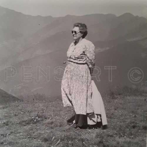 Vieille dame à la montagne- Photo paysage