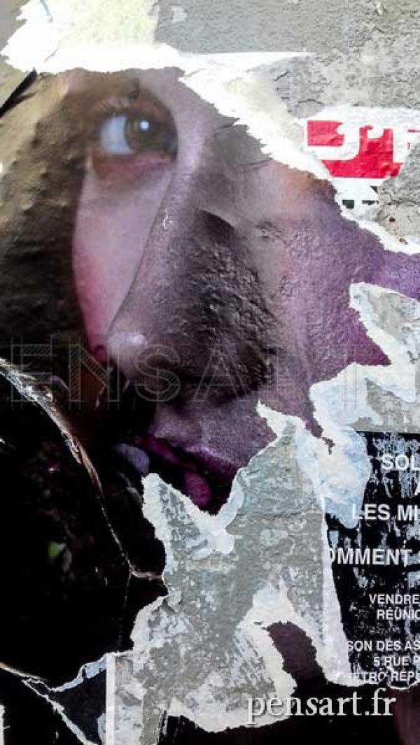 Métro parisien- Affiche déchirée