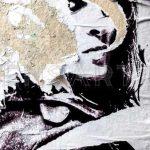 art-urbain-dessin-femme-affiche-dechiree-paris