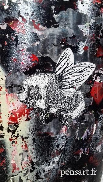 Street art- Le bourdon